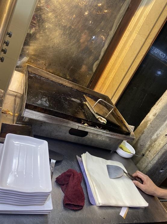ナナのケバブ。鉄板で焼いて仕上げます