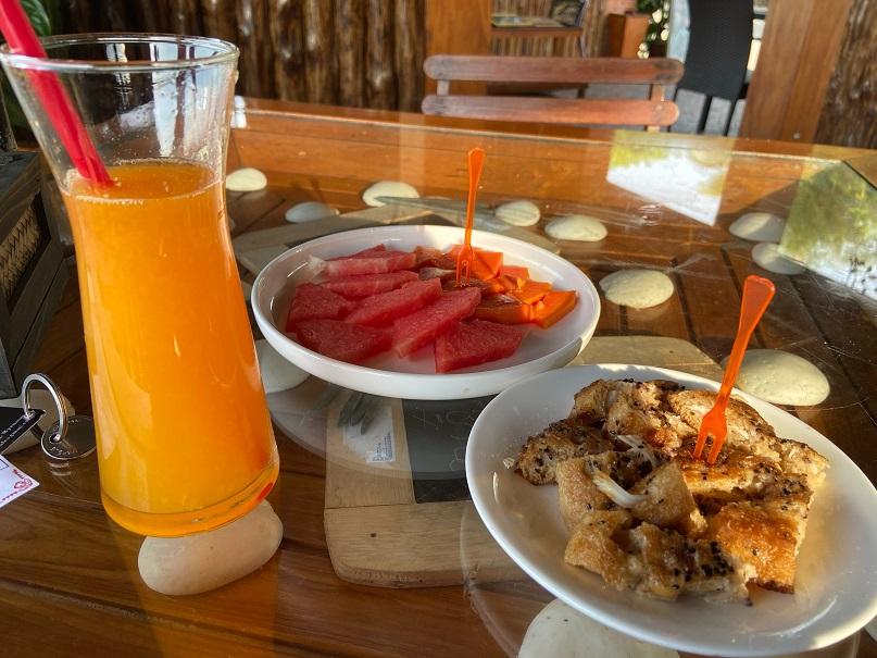 ミャンマー最南端の街、コータウンMingalar レストランメニュー