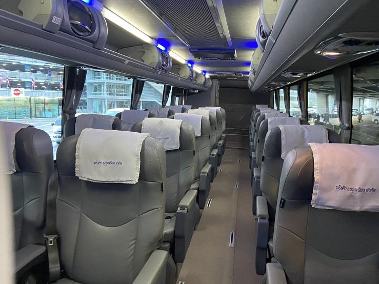 スワンナプーム空港ーホアヒン行き バス車内