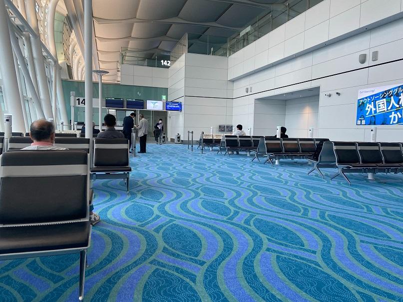 羽田空港でPCR検査、ほぼ待たずに30分程度で終了。結果まで6時間